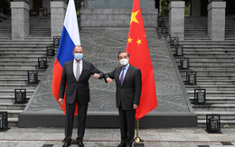 Ngoại trưởng Nga thăm TQ tính kế lâu dài: Mỹ dù mạnh cũng không thể 1 cân 2 cùng lúc!