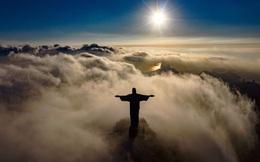 24h qua ảnh: Khung cảnh bình minh trên bức tượng Chúa Cứu Thế khổng lồ ở Brazil