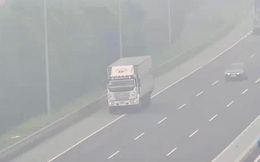 Nam tài xế lái xe tải đi lùi trên cao tốc Hà Nội – Hải Phòng