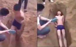 """NÓNG: Đã xác định được nạn nhân bị ép trói tay """"chôn sống"""" dưới hố cát, công an 2 tỉnh cùng vào cuộc"""