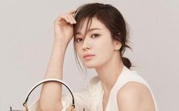 Song Hye Kyo khoe ảnh trẻ trung ở tuổi 40 nhưng vô tình lộ chuyện 'hẹn hò' với người đàn ông quen mặt