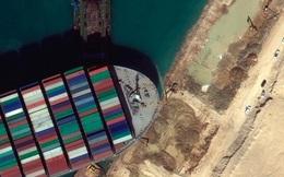 Tàu container mắc kẹt trên kênh đào Suez nhích nhẹ