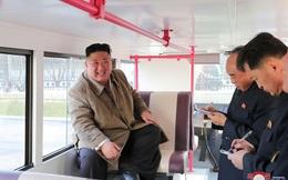 7 ngày qua ảnh: Ông Kim Jong-un đi thử xe bus 2 tầng của Triều Tiên