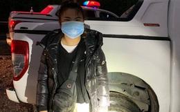 Quảng Ninh: Bị cảnh sát truy đuổi, tài xế ô tô chở 4 người Trung Quốc nhập cảnh trái phép đạp cửa bỏ chạy