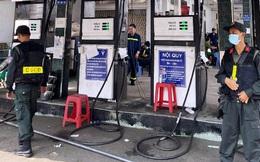Công an khám xét nhiều cây xăng, bắt thêm 2 chủ doanh nghiệp vụ xăng giả khủng