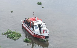 Thanh niên để lại dép, áo khoác cùng xe máy rồi nhảy xuống sông Sài Gòn tự tử
