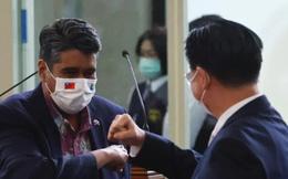 """Đến Đài Loan, TT Palau tiếp tục nói """"cứng"""": Củ cà rốt và cây gậy của Trung Quốc đều vô ích"""