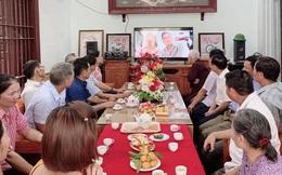 Vì dịch Covid-19, một cặp đôi người Việt tổ chức đám hỏi qua livestream gây bão cộng đồng mạng vì quá đáng yêu, ông bà ta giờ cũng sành công nghệ rồi!