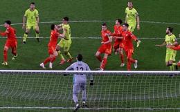 Đánh nhau cực căng trong trận xứ Wales, Bale thúc cùi chỏ vào mặt cầu thủ dính nghi vấn phân biệt chủng tộc