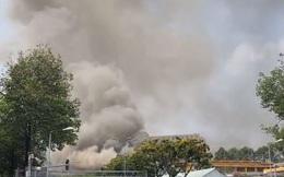 Cháy lớn cạnh trường học ở Sài Gòn, khói bốc cao nghi ngút, hàng trăm học sinh được sơ tán khẩn cấp