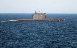 Hải quân Anh lẽo đẽo bám sát tàu ngầm Nga, cư dân mạng giễu cợt: Thà đi canh trộm cá còn hơn!