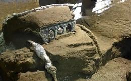 """""""Siêu xe"""" 2.000 năm tuổi được tìm thấy ở Pompeii: Xuyên không là có thật?"""