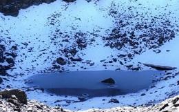 Rùng mình hồ nước cổ chứa đầy xương người giữa 'lưng chừng trời' khiến giới khoa học đau đầu