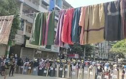 """Người biểu tình Myanmar treo quần áo phụ nữ đầy đường: Hé lộ """"bùa hộ mệnh"""" đối phó quân đội"""