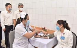Bộ Y tế thông tin về tình hình tiêm vắc xin Covid-19 ngày đầu tiên