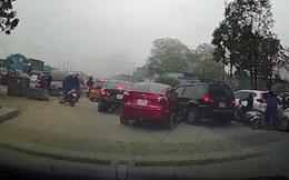Đạp nhầm chân ga, nữ tài xế tông liên tiếp nhiều ô tô