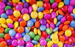 """Thách thức thị giác 5 giây: Căng mắt tìm """"vật thể lạ"""" trốn giữa vốc kẹo ngọt ngào"""