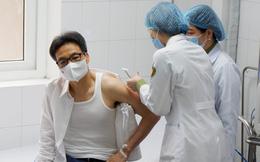 Phó Thủ tướng Vũ Đức Đam: Sau mũi vaccine thứ hai, tôi bị sốt nhẹ 1 ngày, đầu hơi vang váng, nhưng chỉ 2 ngày sau là hết