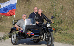 """Cựu đại diện NATO động viên Ukraine về Crimea: """"Hãy chờ Nga sụp đổ"""" - nhưng chính xác là khi nào?"""