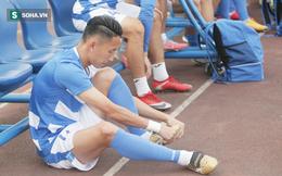 """Than Quảng Ninh bị nghi ngờ """"thả"""" Hà Nội FC, Nghiêm Xuân Tú chua chát: """"Tôi bị đá sưng hết đầu gối đây này!"""""""