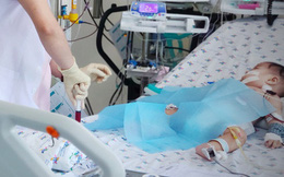 Bé 6 tháng tuổi nguy kịch vì tay chân miệng: Bác sĩ liệt kê dấu hiệu nguy hiểm cha mẹ cần biết