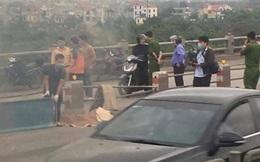 Hà Nội: Nghi vấn nam thanh niên đi xe máy tự đâm vào thành cầu Thanh Trì tử vong