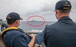 Chỉ huy Mỹ ung dung gác chân theo dõi tàu Liêu Ninh: Nếu tàu TQ sử dụng vũ khí sẽ rất nguy hiểm!