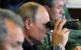 """Chơi trò """"bên miệng hố chiến tranh"""" với Ukraine, Nga phơi bày """"lá gan chuột nhắt"""" của kẻ thù"""