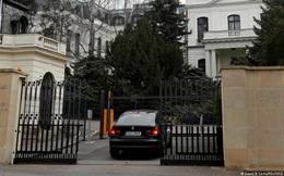 """Bị Séc trục xuất 18 nhà ngoại giao, Nga phản đòn """"đuổi"""" 20 nhân viên Đại sứ quán Séc về nước"""