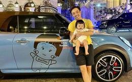 Con gái 7 tháng tuổi của Cường Đô La có tài sản khủng: Xe mui trần 2 tỷ, túi hàng hiệu đắt đỏ