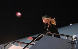 Phu nhân ông Biden đóng giả làm tiếp viên hàng không trong ngày Cá tháng Tư