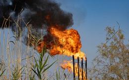 """""""Chúng tôi không thể thở được"""": Tiếng kêu bất lực của người dân Iraq bên cạnh những """"mỏ vàng đen"""""""