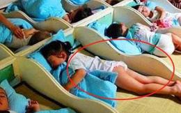 Gửi vào nhóm phụ huynh bức ảnh các con đang ngủ trưa, cô giáo mầm non liền bị 'công kích' tập thể, phải xin lỗi ngay lập tức