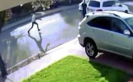 Mỹ: Cầm súng đi cướp, thiếu niên không ngờ bị nạn nhân cho ăn đòn đau đớn