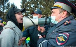 Nga: Người ủng hộ Navalny vẫn xuống đường biểu tình bất chấp cảnh cáo, hơn 1.000 người bị bắt giữ