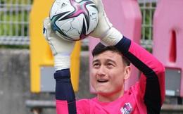 """Văn Lâm hạnh phúc trong lần đầu tập luyện ở Cerezo Osaka, nhờ """"em yêu"""" nhận xét màu áo mới"""