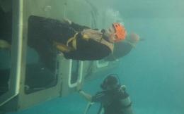 Lính tàu ngầm thoát khỏi tàu mắc kẹt dưới đáy biển như thế nào?