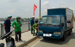 Thấy xe tải bỏ không trên cầu, người dân hoảng hốt gọi công an: Diễn biến sau đó khiến tất cả thở phào