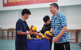 Noi gương thầy Park, HLV Trung Quốc làm thuyền trưởng ở Việt Nam nhưng phải ra đi vì sự cố hi hữu