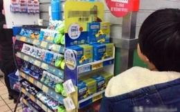 """Đứa bé 6 tuổi hỏi """"sao ở quầy thu ngân toàn bao cao su"""" khi đi siêu thị chơi, người mẹ đỏ hết mặt nhưng nghe câu trả lời mới thấy sốc"""