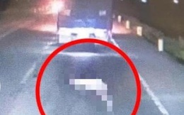 Xuất hiện đoạn video  ghi lại cảnh một số xe tải cán qua thi thể cụ ông 90 tuổi  bị tai nạn trên đường