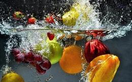 Rửa rau quả bằng nước lã không an toàn, phải cho thêm 3 thứ này mới hết thuốc trừ sâu