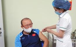 Những thành viên đầu tiên của ĐTQG Việt Nam đã được tiêm vắc xin phòng COVID-19