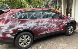 Ô tô Honda CR-V bị phun sơn loang lổ vì đỗ chắn cửa hàng ở Hải Phòng