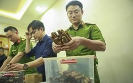 """VIDEO: Cận cảnh số lượng """"khủng"""" xì gà mà nam tiếp viên hàng không nhập lậu về Hà Nội"""