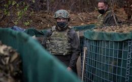 """Chiến sự Donbass """"nóng"""" trở lại, Ukraine trừng phạt Nga"""