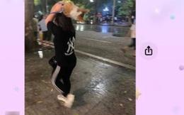 Cô gái Cà Mau có hành động lạ giữa phố đi bộ Hà Nội, tối về nhận tin nhắn đầy thú vị và cái kết đẹp sau 3 tháng