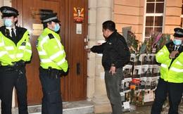 Phản đối chính quyền quân sự, Đại sứ Myanmar tại London bị nhốt ngoài cửa Đại sứ quán