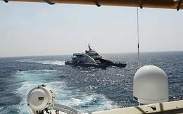 NÓNG: Tàu chiến Mỹ xả 30 phát đạn về hướng nhóm tàu Iran, eo biển Hormuz lại sôi sục!