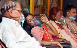 Ấn Độ: Bệnh nhân Covid-19 phải tự lo liệu, nhân viên tình nguyện nhận 15.000 cuộc gọi cầu cứu/ngày, đỉnh dịch vẫn chưa tới